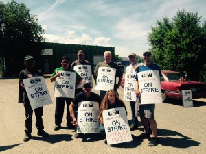 USW Local 419 workers from Emterra in Kamloops on strike for fair wages and a safe working environment. Photo credit: Barb Nederpel, @BNederpel