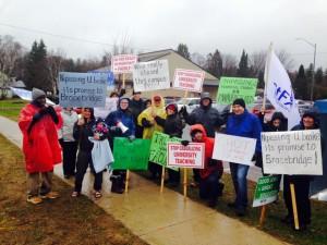NUFA and its allies picketing at the Muskoka campus in Bracebridge.