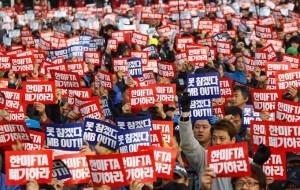 KCTU members protesting the U.S.-Korea FTA in November 2011