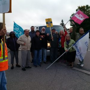 Stopping a scab van. Photo on Twitter @cupejfd