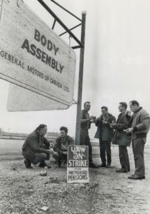 GM Oshawa workers on strike, 1970. From the Toronto Star archives.